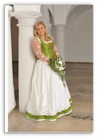 Hochzeitskleid Tracht On Wer In Tracht Heiratet Muss Auf Den Traum In ...